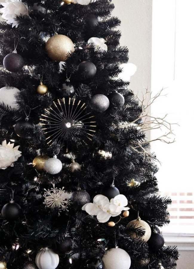 11 black christmas tree decoration that your dark soul will approve